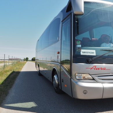 Transport Pasażerski Aura Ozorków wynajem busów i autokarów premium Mercedes Tourino Euro 5 czysty autokar